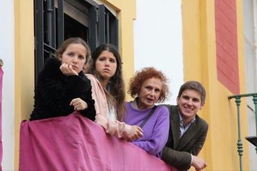 Con mi hermana Marina, mi prima Mercedes y mi abuela Mercedes. Viendo San Bernardo